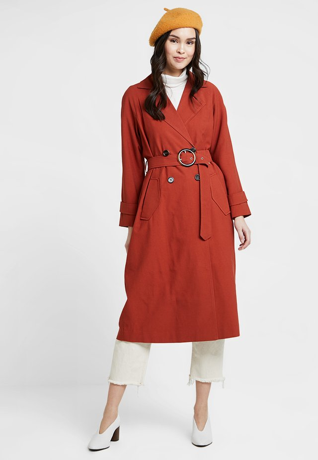 Trenchcoat - brown