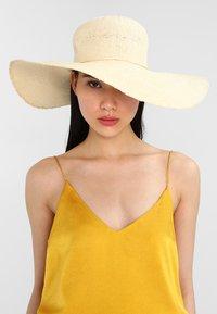 mint&berry - Hat -  beige - 1
