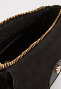 mint&berry - LEATHER - Bum bag - black - 4
