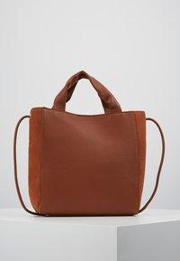 mint&berry - LEATHER - Håndtasker - cognac - 2
