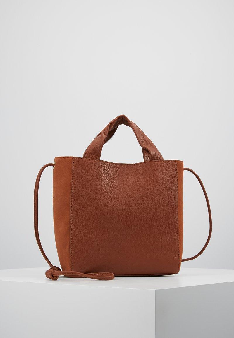 mint&berry - LEATHER - Håndtasker - cognac