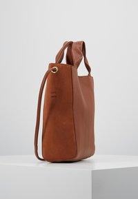mint&berry - LEATHER - Håndtasker - cognac - 3