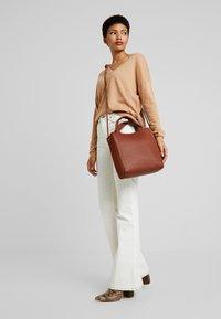 mint&berry - LEATHER - Håndtasker - cognac - 1