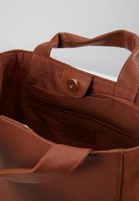mint&berry - LEATHER - Håndtasker - cognac - 4