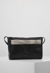 mint&berry - LEATHER - Across body bag - black - 2