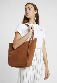 mint&berry - LEATHER - Tote bag - cognac - 1