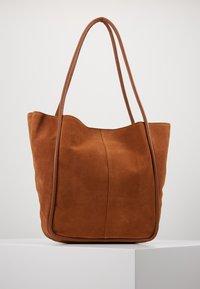 mint&berry - LEATHER - Shoppingveske - cognac - 0