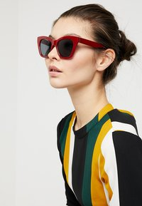 mint&berry - Sunglasses - bordeaux - 1