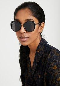 mint&berry - Gafas de sol - black - 1