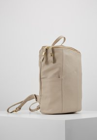mint&berry - LEATHER - Rucksack - soft taupe - 3