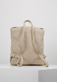 mint&berry - LEATHER - Rucksack - soft taupe - 2