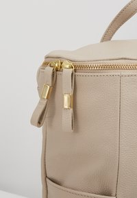mint&berry - LEATHER - Rucksack - soft taupe - 6