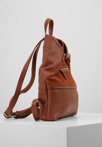 mint&berry - LEATHER - Reppu - dark cognac - 3
