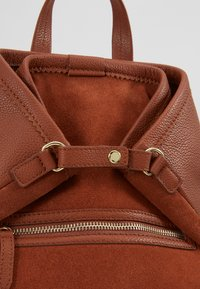 mint&berry - LEATHER - Reppu - dark cognac - 7