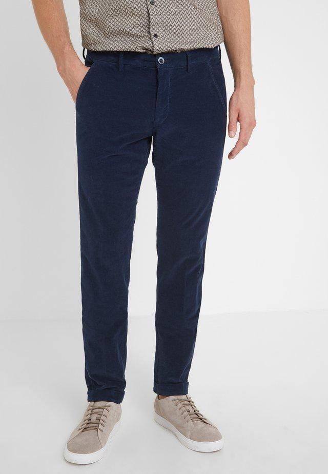 TORINO - Spodnie materiałowe - tinte