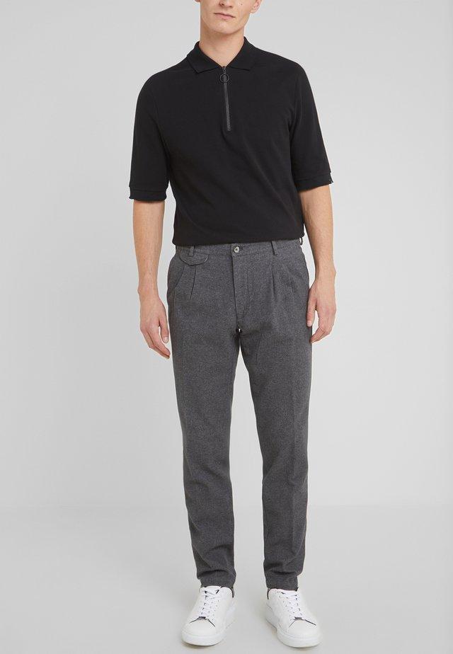 AMALFI - Spodnie materiałowe -  grau