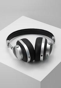 Master & Dynamic - MW50 WIRELESS ON-EAR - Słuchawki - leica silver - 2