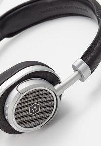 Master & Dynamic - MW50 WIRELESS ON-EAR - Headphones - black/silver-coloured - 6