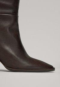 Massimo Dutti - MIT HOLZABSATZ  - Boots - brown - 7
