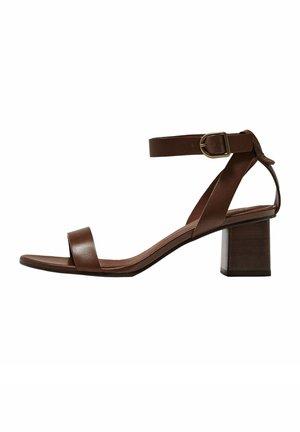 MIT KNÖCHELRIEMCHEN - Sandals - brown