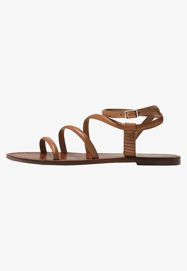 Sandali con cinturino - brown