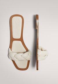 Massimo Dutti - MIT FLECHTRIEMCHEN - Mules - white - 2
