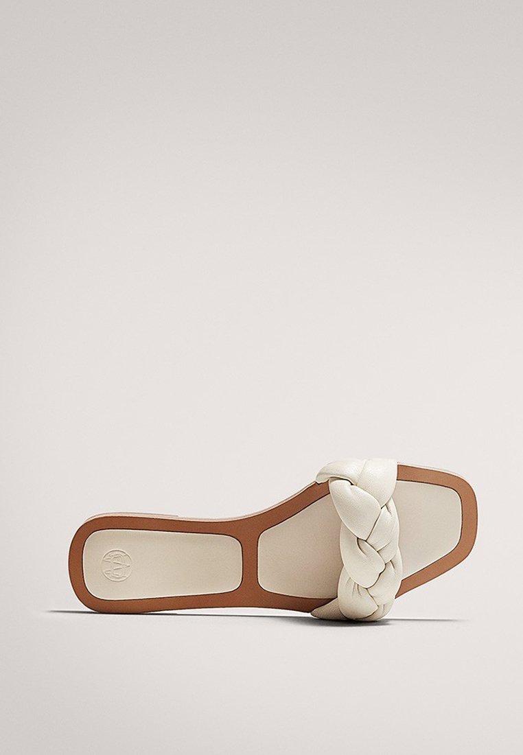 Massimo Dutti MIT FLECHTRIEMCHEN - Mules - white