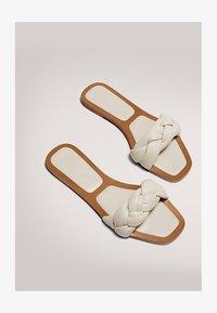 Massimo Dutti - MIT FLECHTRIEMCHEN - Mules - white - 1
