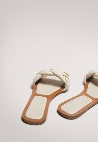 Massimo Dutti - MIT FLECHTRIEMCHEN - Mules - white - 3