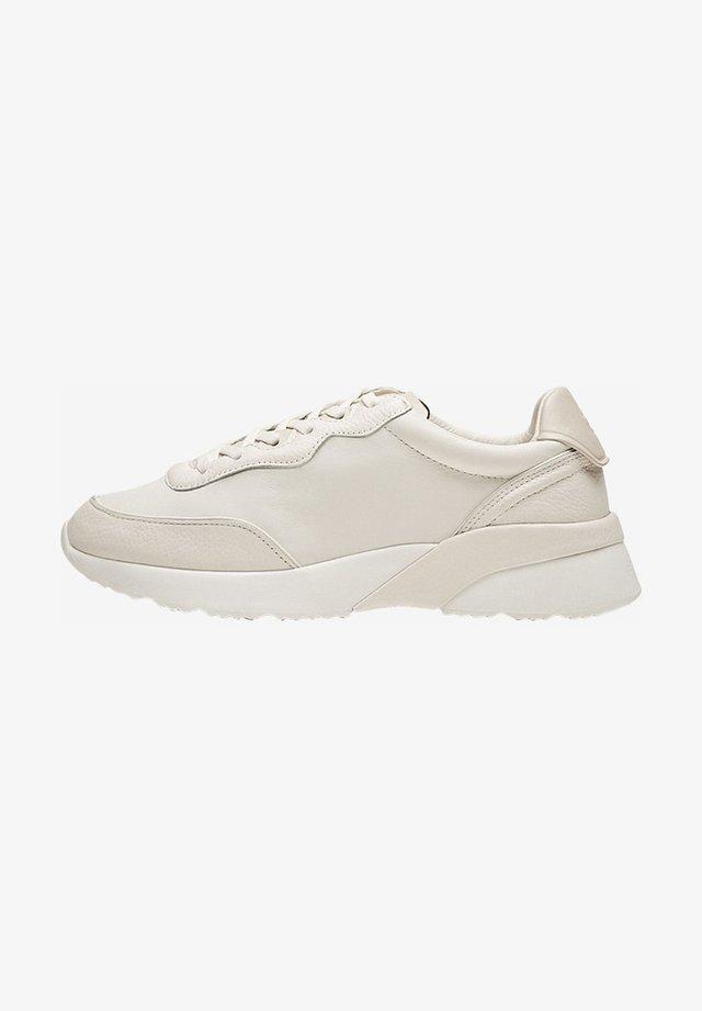 MIT WEISSEM LEDERDETAIL AN DER SOHLE - Sneakersy niskie - beige