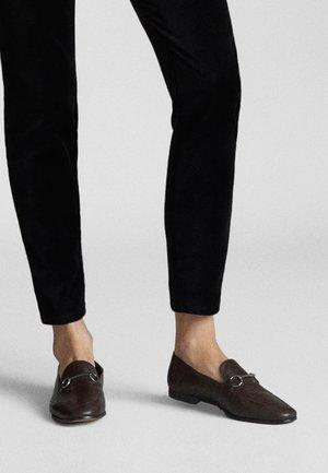 MIT SCHNALLE - Scarpe senza lacci - brown