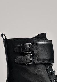 Massimo Dutti - STIEFELETTEN MIT SCHNÜRUNG UND SCHNALLEN 11112550 - Lace-up ankle boots - black - 5