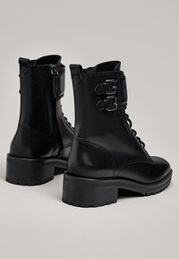 Massimo Dutti - STIEFELETTEN MIT SCHNÜRUNG UND SCHNALLEN 11112550 - Lace-up ankle boots - black - 2