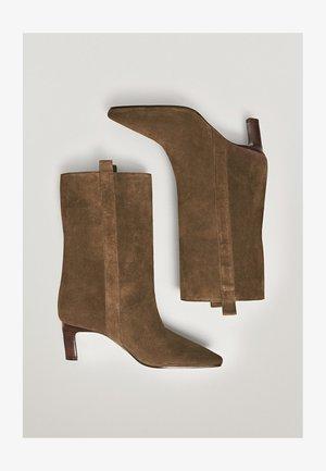 AUNEM MIT HO ABSATZ - Ankle boots - brown