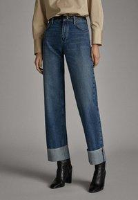 Massimo Dutti - WEITE HOSE MIT GÜRTEL 05039710 - Jeans baggy - dark blue - 0