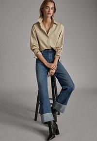 Massimo Dutti - WEITE HOSE MIT GÜRTEL 05039710 - Jeans baggy - dark blue - 3