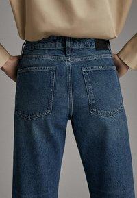 Massimo Dutti - WEITE HOSE MIT GÜRTEL 05039710 - Jeans baggy - dark blue - 4