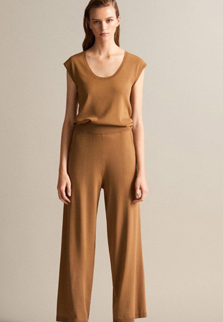 Massimo Dutti - GERADE GESCHNITTENE - Trousers - brown