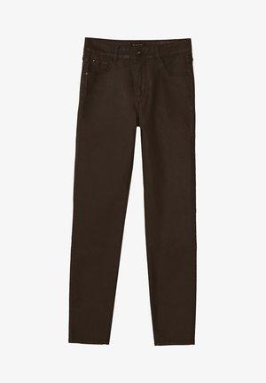 MIT GUMMIERTEM FINISH UND HALBHOHEM BUND  - Jeans Skinny Fit - brown