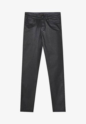 MIT GUMMIERTEM FINISH UND HALBHOHEM BUND  - Jeans Skinny - black