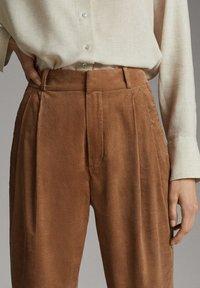 Massimo Dutti - MIT BUNDFALTEN - Trousers - brown - 4