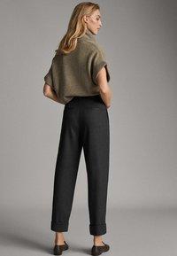 Massimo Dutti - MIT SCHNALLE - Trousers - dark grey - 2