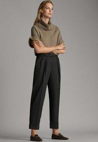 Massimo Dutti - MIT SCHNALLE - Trousers - dark grey - 1