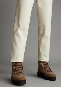 Massimo Dutti - APRES SKI COLLECTION - Pantalon classique - white - 4