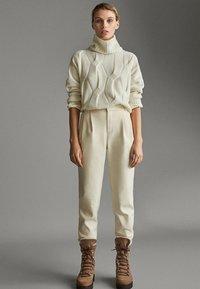 Massimo Dutti - APRES SKI COLLECTION - Pantalon classique - white - 5