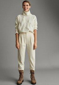 Massimo Dutti - APRES SKI COLLECTION - Pantalon classique - white - 1