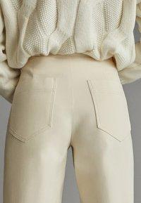 Massimo Dutti - APRES SKI COLLECTION - Pantalon classique - white - 3