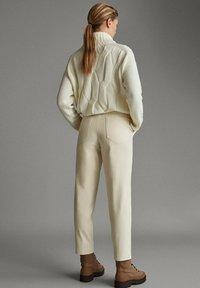 Massimo Dutti - APRES SKI COLLECTION - Pantalon classique - white - 2