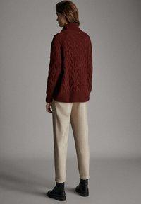 Massimo Dutti - MIT SEITENSTREIFEN - Trousers - beige - 2