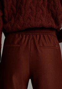 Massimo Dutti - MIT SEITENSTREIFEN - Trousers - red - 6
